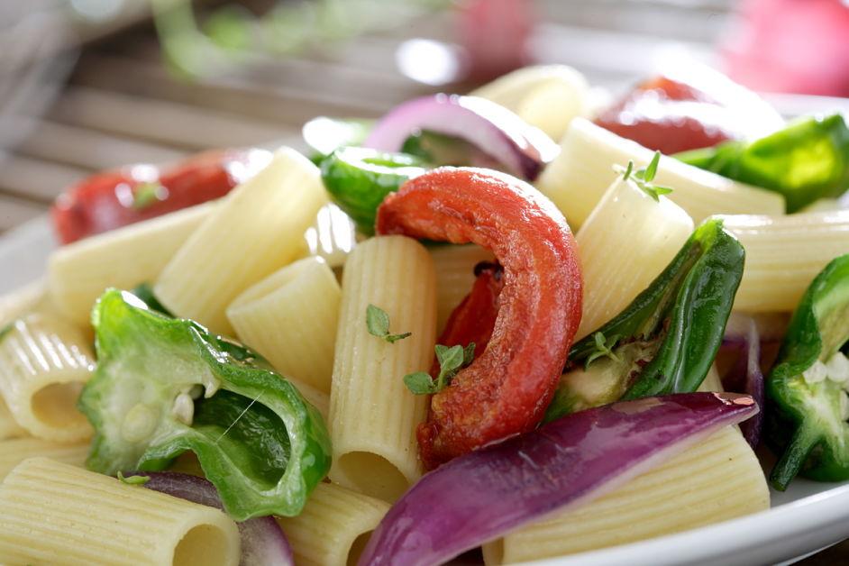 Macarrones con verduras salteadas
