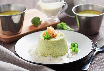 Flan de brócoli con salsa de queso