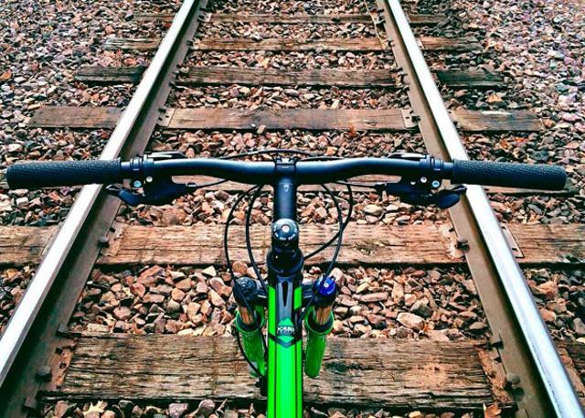 Si te encanta disfrutar en familia del tiempo libre y andar en bici, te enseñamos algunas de las vías verdes más bonitas de España.