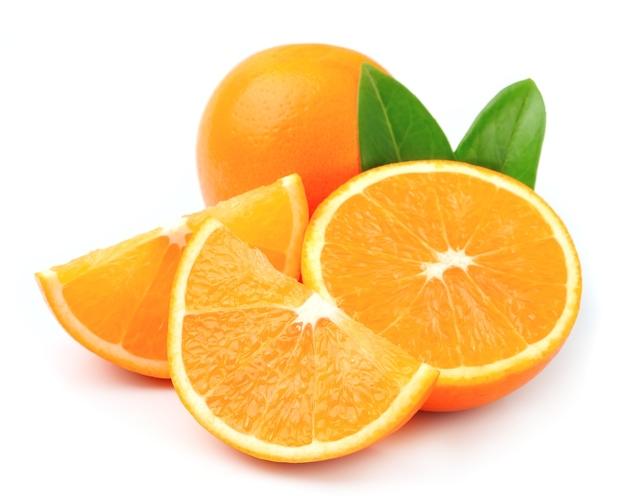 naranjas enteras y en porciones