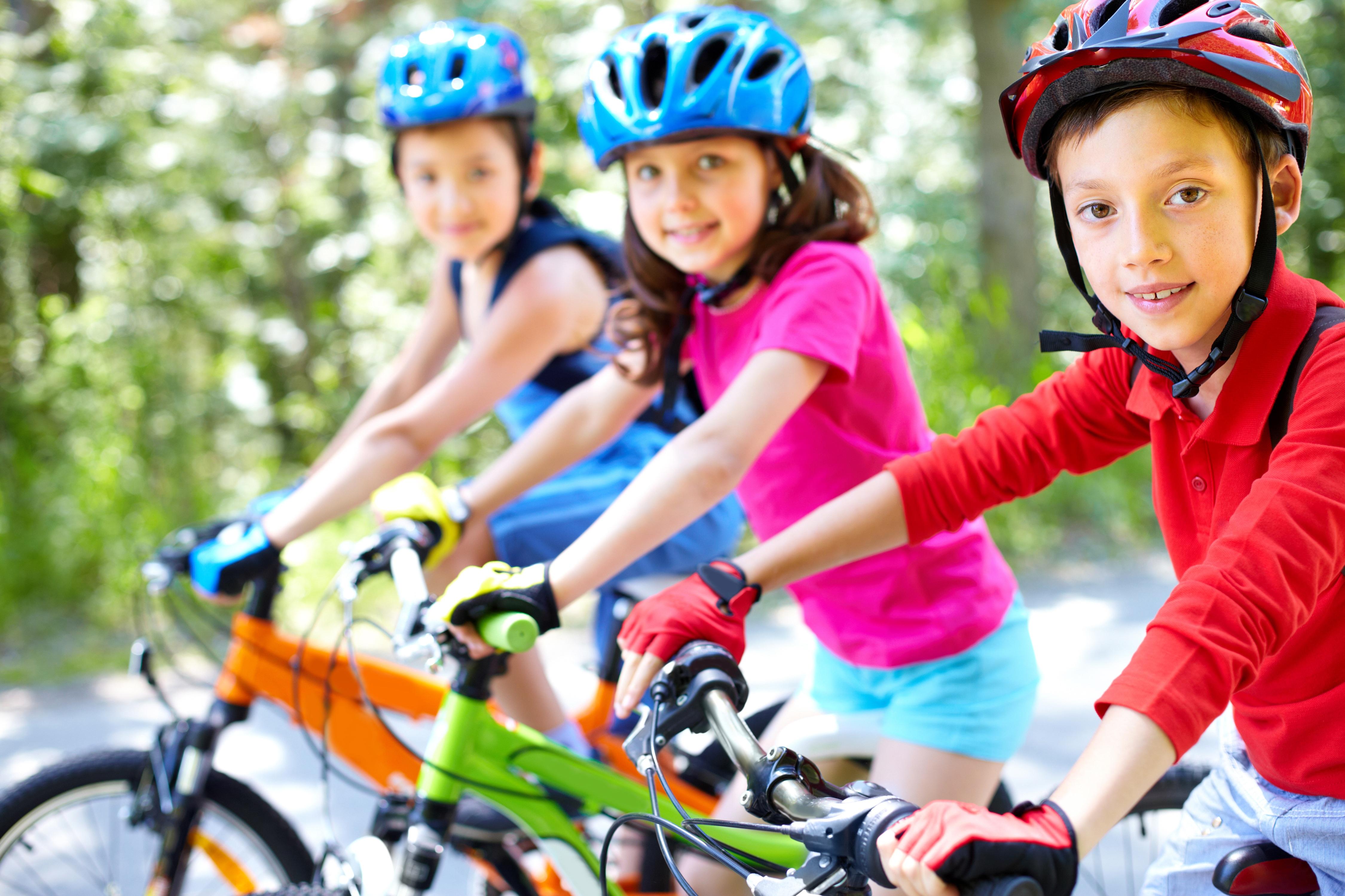 Bicicleta. Practicar deporte en edad escolar
