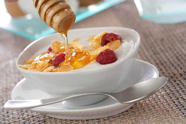 7 ideas para usar miel en la cocina: Miel y yogur