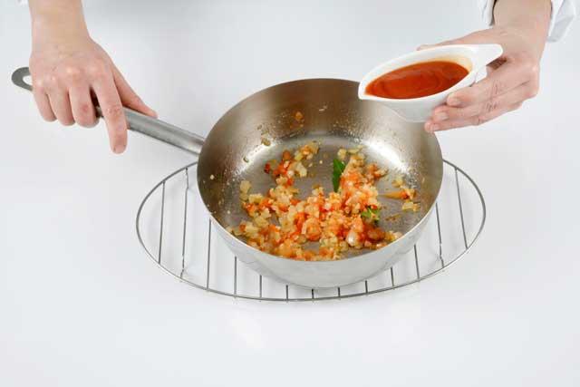 Cómo hacer un sofrito de tomate y verduras | HCMN