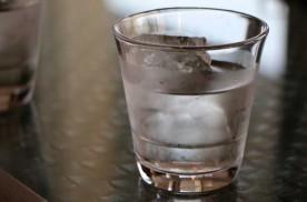 ¿Cuántos litros de agua hay que beber al día? | HCMN