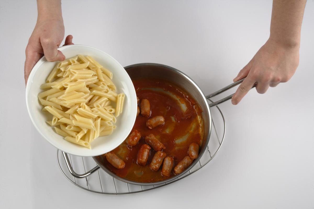 Agregamos la pasta y las espinacas.