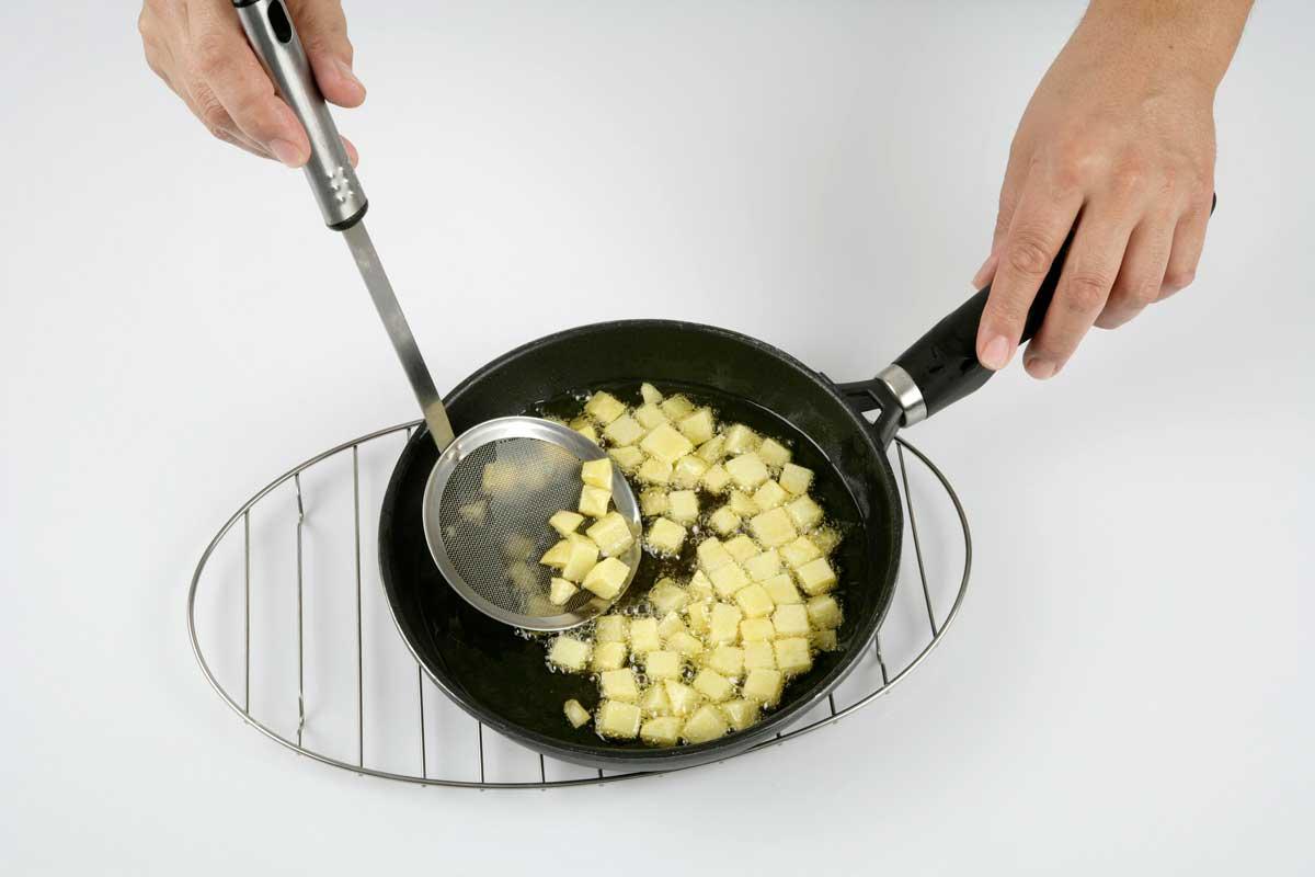 Freímos las patatas.