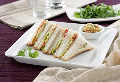 Sándwich de guacamole y bacalao ahumado
