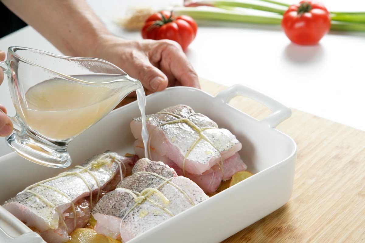 Añadimos Aceite de Oliva y medio vaso de caldo de pescado.