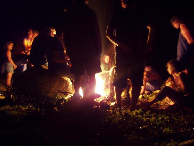 Hogueras para celebrar el día de San Antón | HCMN