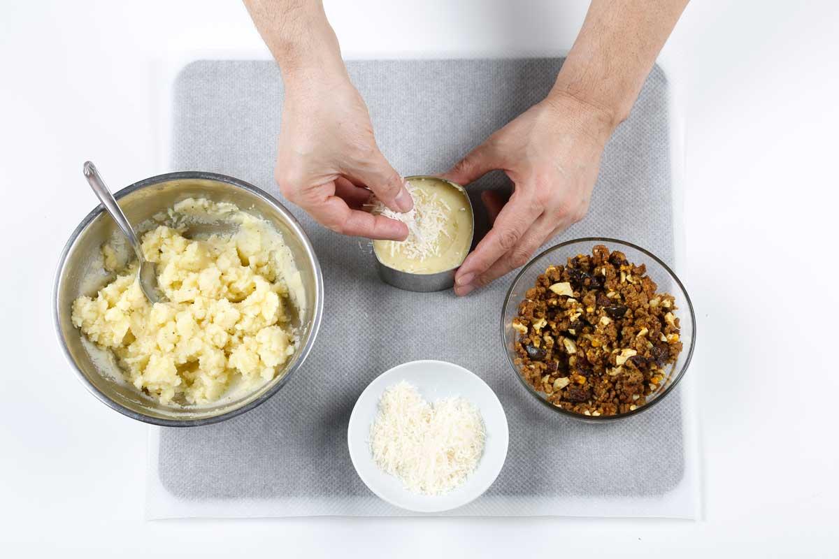Repartimos el queso rallado por encima.