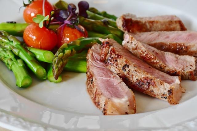 Carne con espárragos