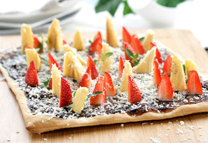 Pizza de chocolate con frutas