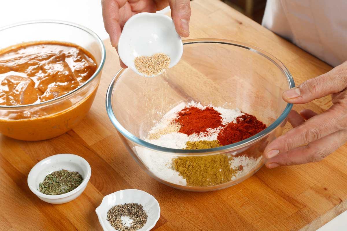 En otro bol, mezclamos los ingredientes del rebozado.