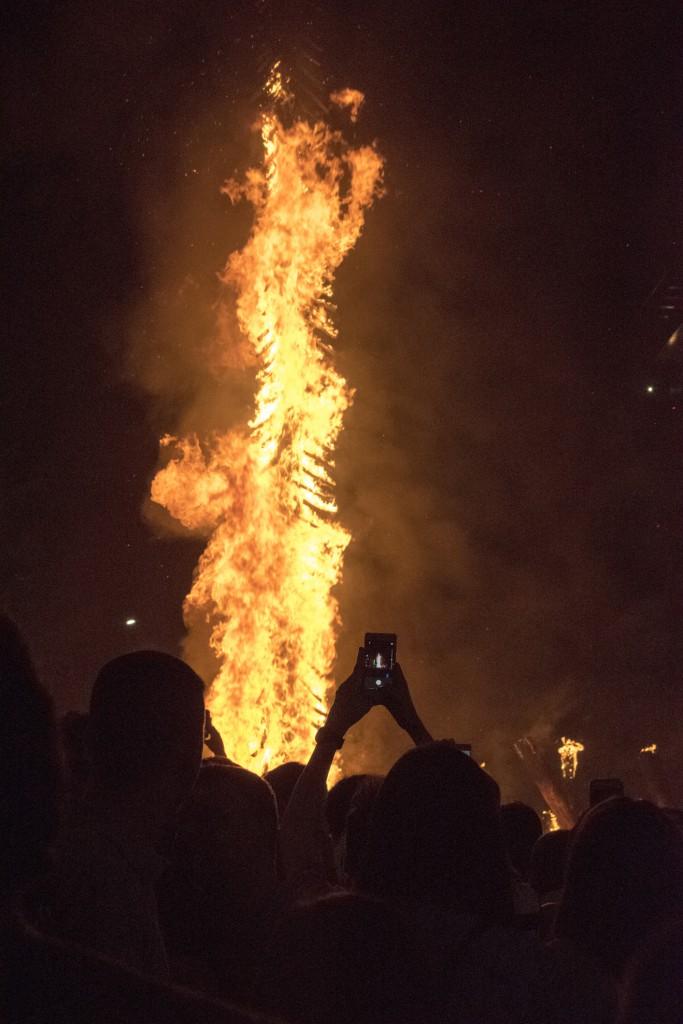 Fiestas del fuego del solsticio de verano en los Pirineos | HCMN