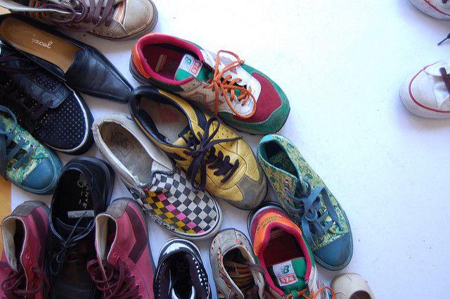 be668e6bbf4 Zapatos debajo de la cama