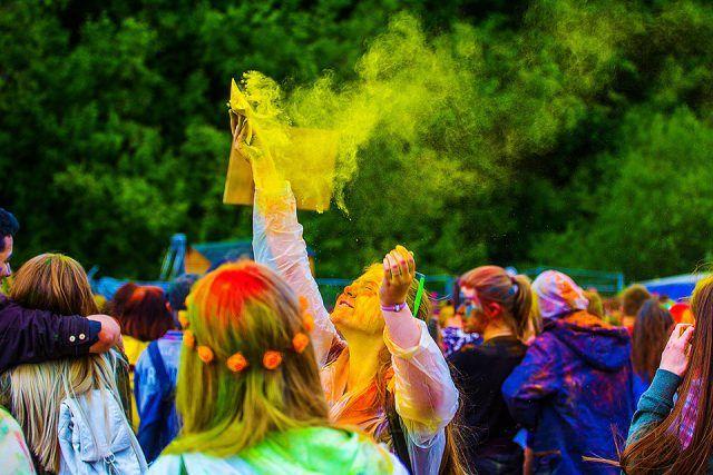 Descubre el Festival Holi: ¡una fiesta llena de color! | HCMN