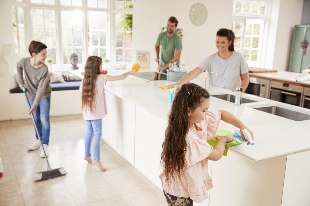 Tareas domésticas para niños según su edad | HCMN