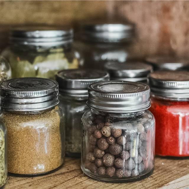 Cómo conservar especias y hierbas aromáticas en casa | HCMN