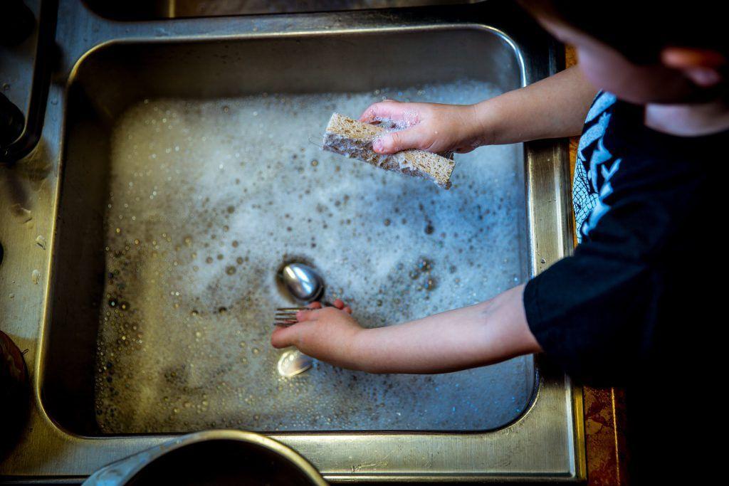 Cómo organizar y repartir todas las tareas de casa entre toda la familia | HCMN